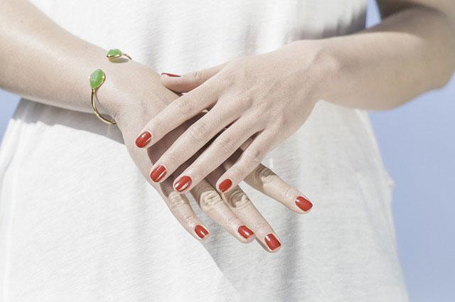 Suplementy diety poprawiające wygląd paznokci