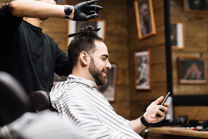 Czym cechuje się dobry fryzjer? Oto najlepsze wskazówki, które pomogą Ci znaleźć dobry salon fryzjerski!