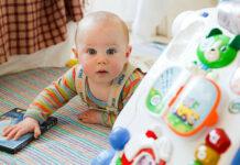 Pierwsza pomoc przy zakrztuszeniu u niemowlaka